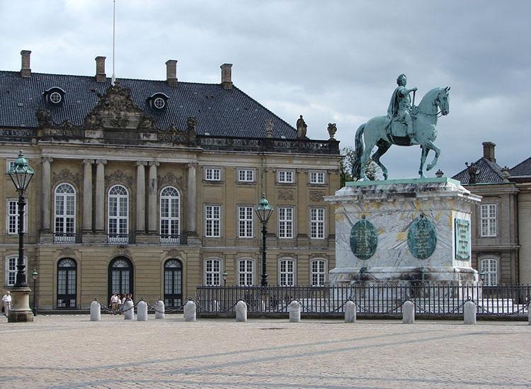 pałac Amalienborg Kopenhaga ciekawostki atrakcje zabytki Dania