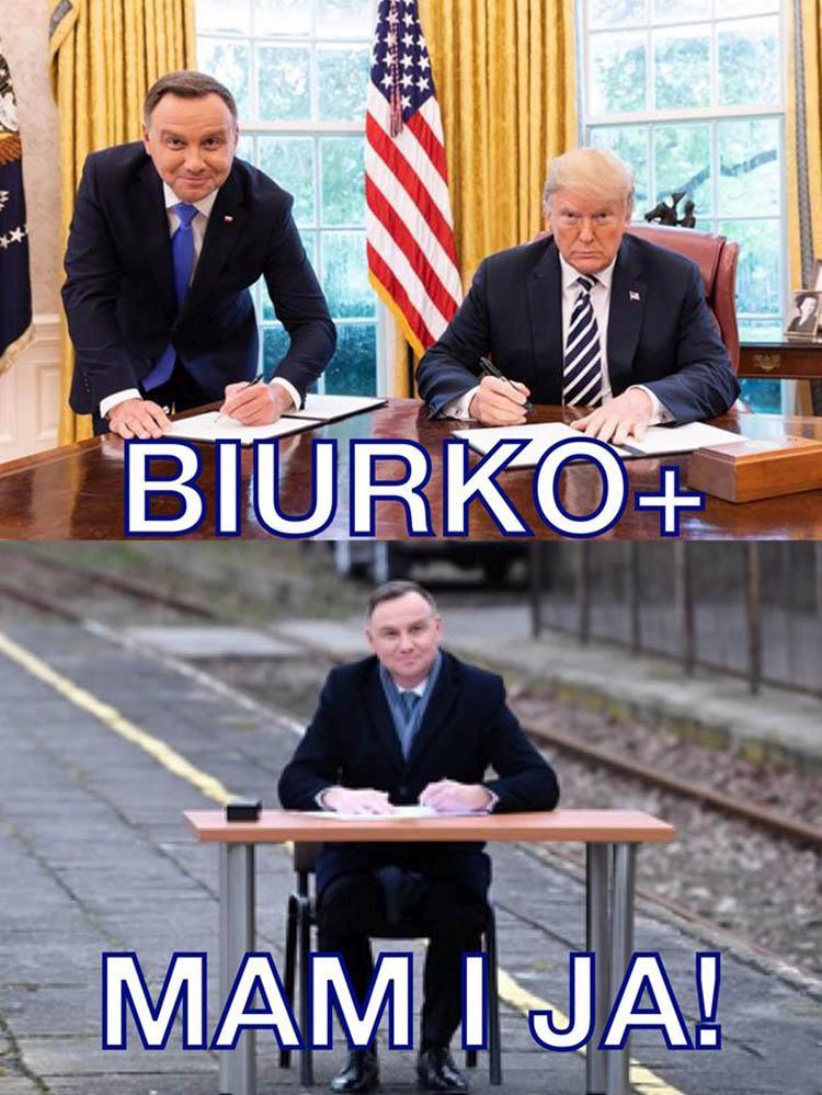 Memy Prezydent Andrzej Duda podpisuje ustawę na peronie
