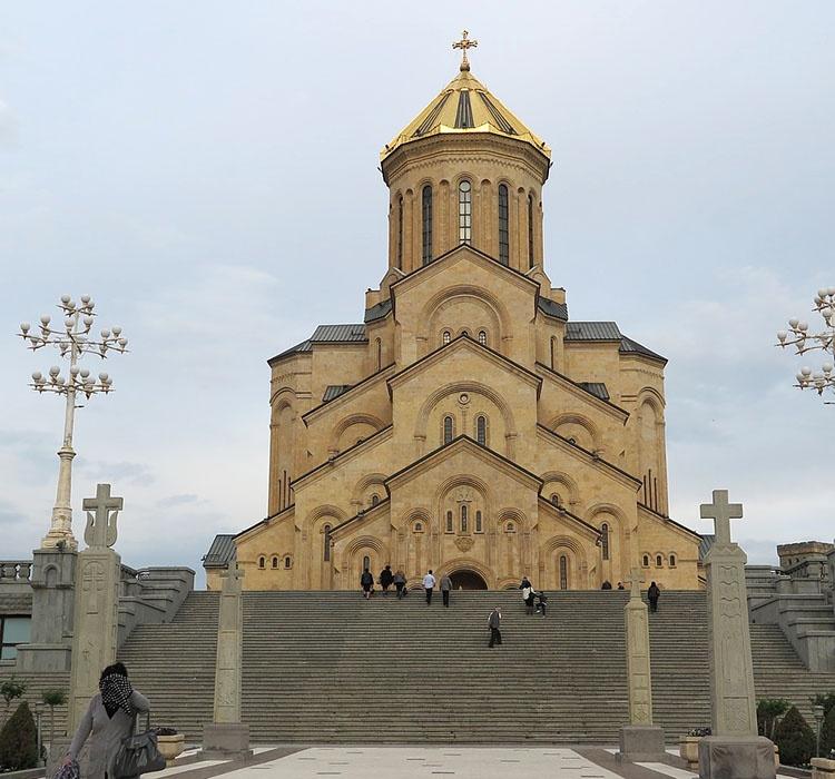 sobór świętej Trójcy Tbilisi ciekawostki atrakcje Gruzja stolica miasto