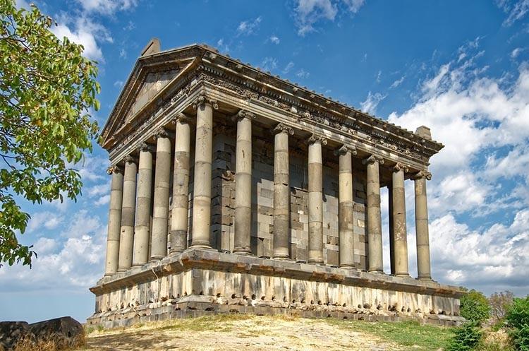 Garni świątynia klasztor Armenia ciekawostki zabytki atrakcje historia