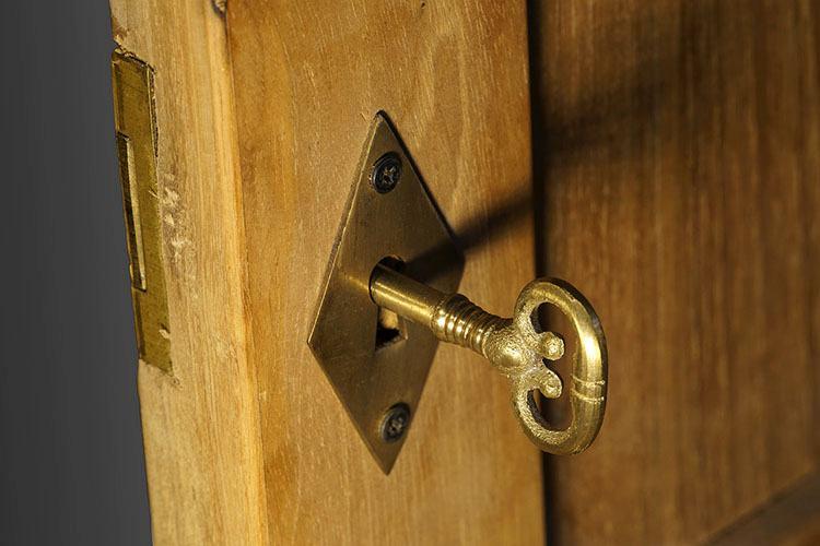 zamek klucz systemy bezpieczeństwa ciekawostki monitoring ochrona
