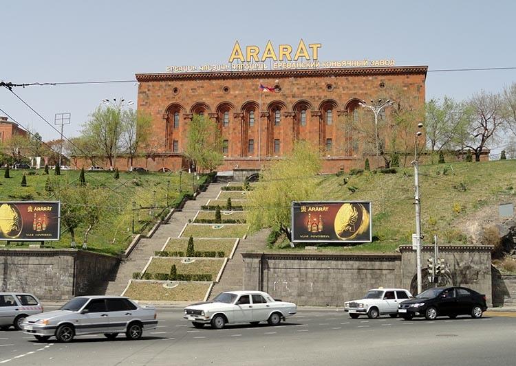 Ararat koniak alkohol Erywań ciekawostki atrakcje zabytki Armenia Yerevan