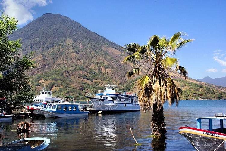 Atitlan jezioro Gwatemala ciekawostki atrakcje Ameryka Środkowa