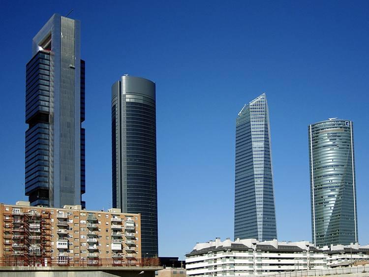 wieżowce Atocha Madryt  ciekawostki atrakcje Hiszpania