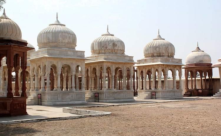 Indie cenotafy cmentarz cmentarze ciekawostki historia nekropolie