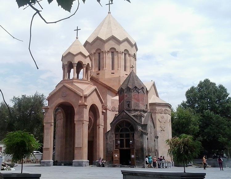 Kościół Katoghik Erywań ciekawostki atrakcje zabytki Armenia Yerevan
