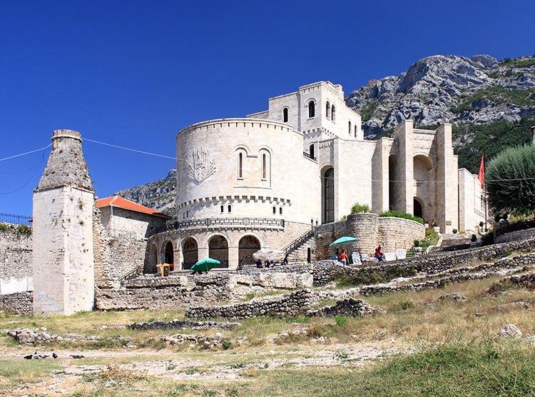 zamek muzeum Kruja Albania ciekawostki atrakcje zabytki