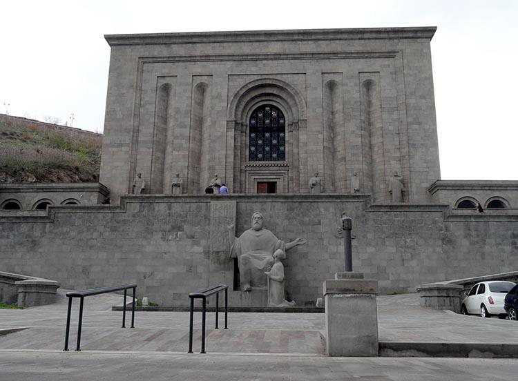 Matendaran Erywań ciekawostki atrakcje zabytki Armenia Yerevan