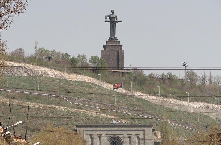 Matka pomnik Erywań ciekawostki atrakcje zabytki Armenia Yerevan
