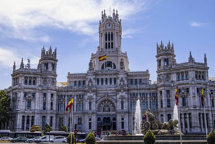 Palacio de Cibeles ratusz Madryt  ciekawostki atrakcje Hiszpania