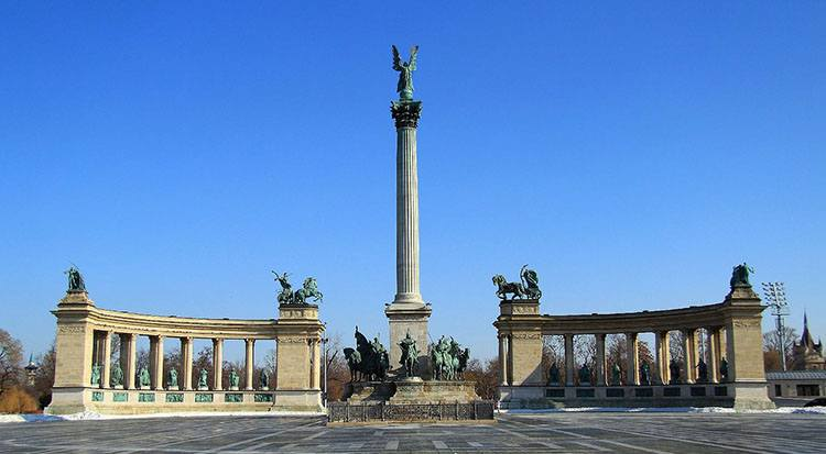 plac Bohaterów Budapeszt ciekawostki atrakcje Węgry