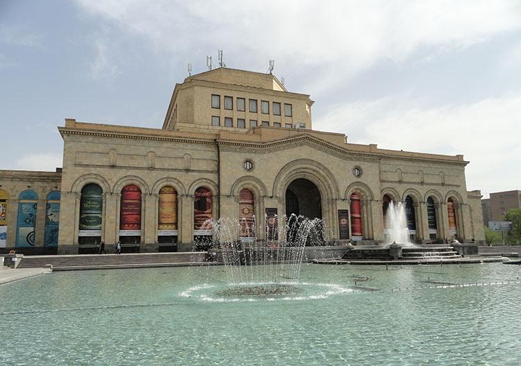 Plac Republiki Muzeum Historii Armenii Galeria Erywań ciekawostki atrakcje zabytki Armenia Yerevan