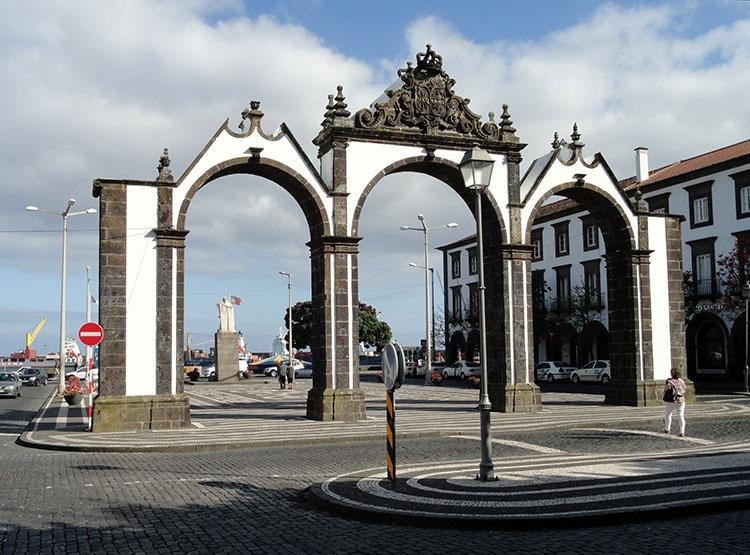 Portas de Cidade wrota Ponta Delgada ciekawostki Sao Miguel Azory atrakcje