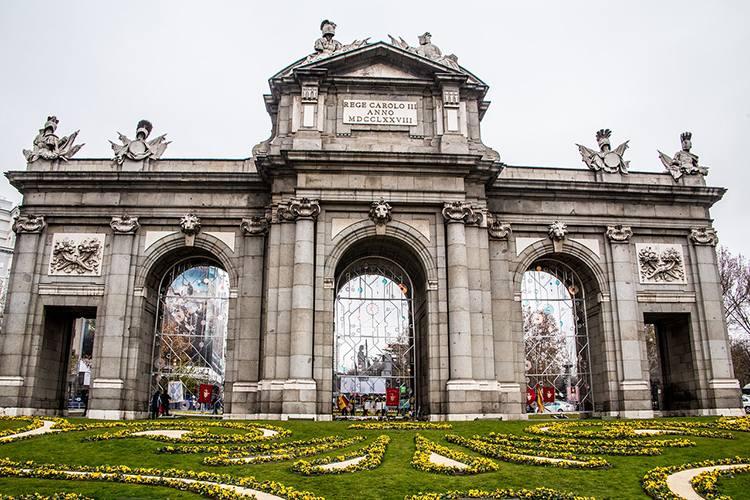 Puerta de Alcala Madryt  ciekawostki atrakcje Hiszpania