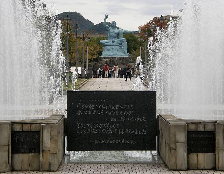 Statua Park Pokoju Nagasaki ciekawostki miasto Japonia Kiusiu