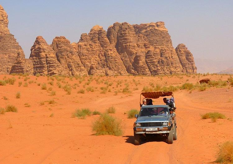 Wadi Rum dolina Jordania ciekawostki atrakcje