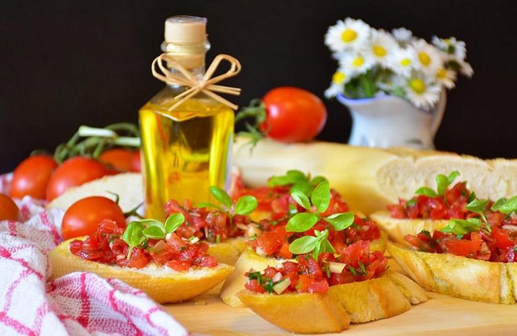 bruschetta kuchnia włoska popularne potrawy ciekawostki