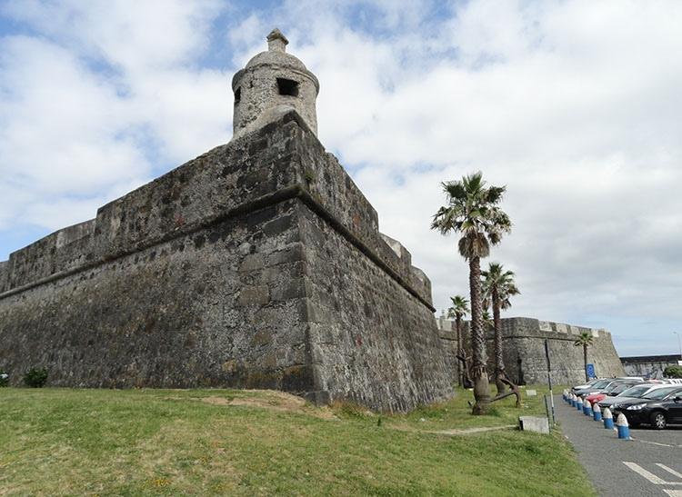 fort Sao Bras Ponta Delgada ciekawostki Sao Miguel Azory atrakcje