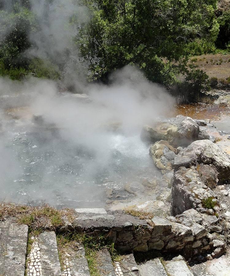 gorące źródła wody geotermalne Furnas atrakcje ciekawostki Sao Miguel Azory