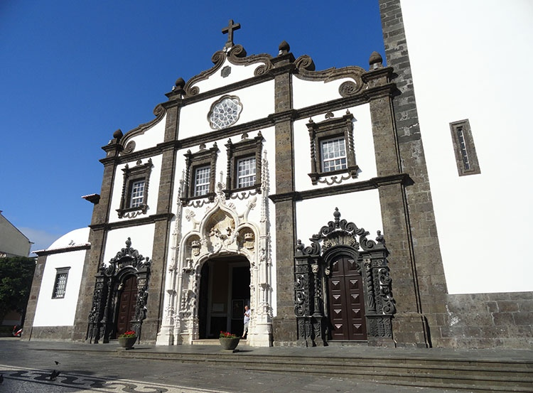 kościół Sebastiana wrota Ponta Delgada ciekawostki Sao Miguel Azory atrakcje