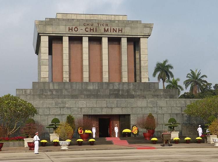 mauzoleum Ho Chi Minh Hanoi ciekawostki atrakcje Wietnam
