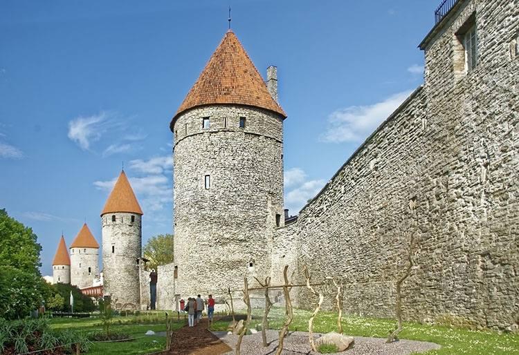 mury miejskie Tallinn Estonia ciekawostki atrakcje zabytki
