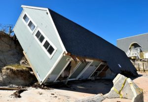 nietypowe ubezpieczenia Polska ciekawostki ubezpieczenie drewniany dom zniszczony