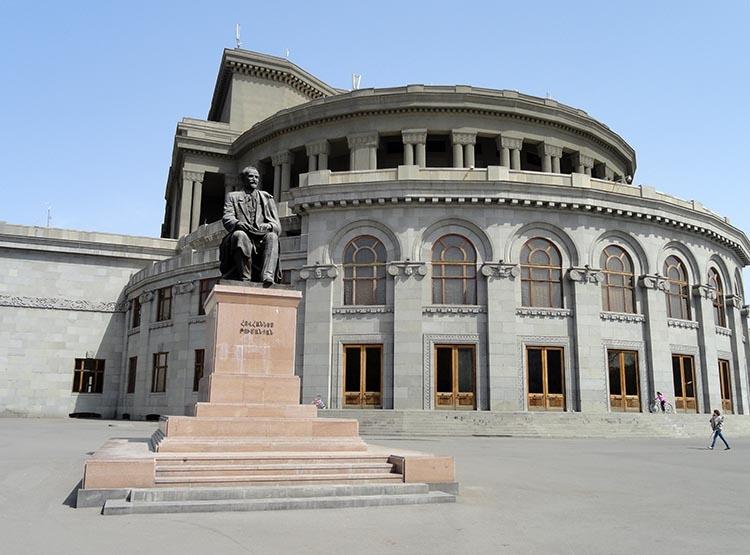 opera teatr Erywań ciekawostki atrakcje zabytki Armenia Yerevan