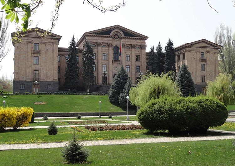 parlament Armenii Erywań ciekawostki atrakcje zabytki Armenia Yerevan