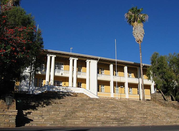 parlament Windhuk Namibia ciekawostki atrakcje stolica miasto