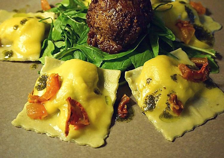 ravioli pierożki pierogi kuchnia włoska popularne potrawy ciekawostki