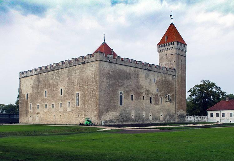 Kuressaare zamek ciekawostki atrakcje zabytki zamki
