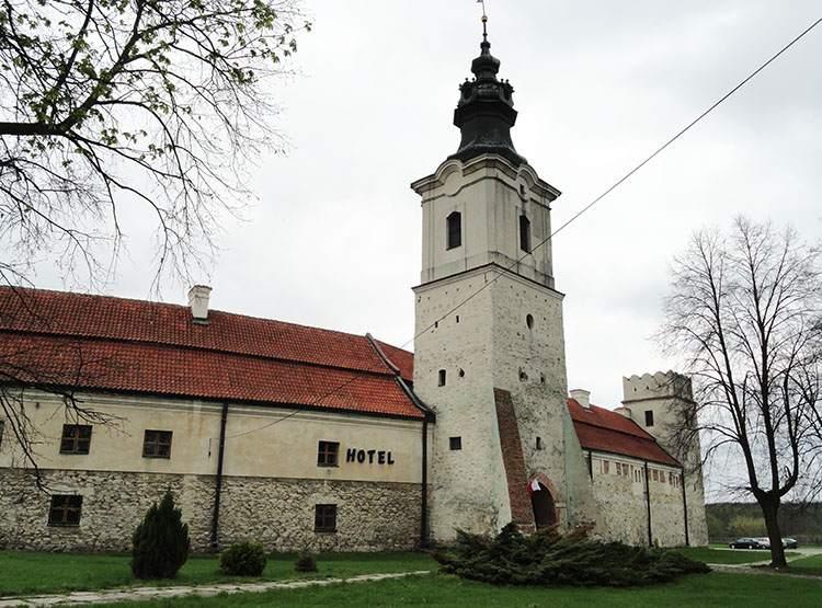 Baszta Krakowska Sulejów ciekawostki Podklasztorze opactwo zabytki atrakcje
