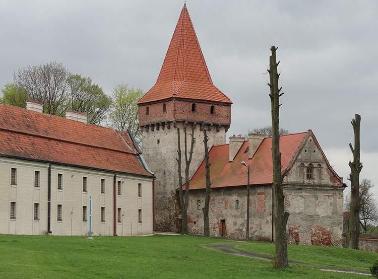 Baszta Rycerska Sulejów ciekawostki Podklasztorze opactwo zabytki atrakcje