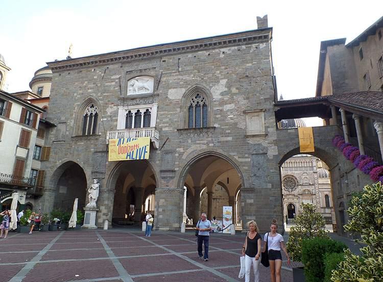 Palazzo della Ragionale Bergamo Lombardia Włochy ciekawostki atrakcje zabytki