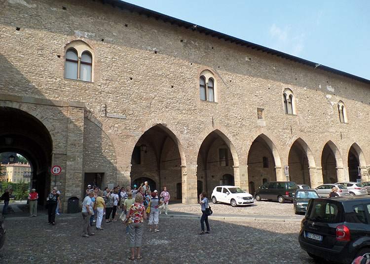 Piazza dell Cittadella Bergamo Lombardia Włochy ciekawostki atrakcje zabytki