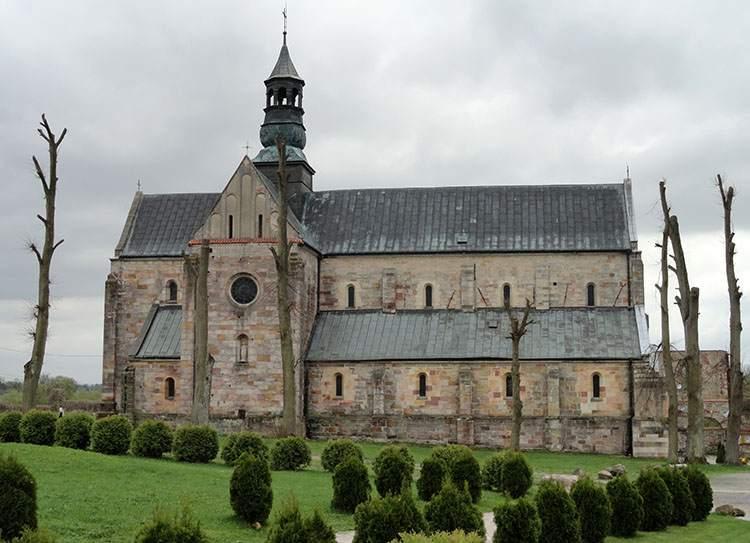 kościół Sulejów ciekawostki Podklasztorze opactwo zabytki atrakcje