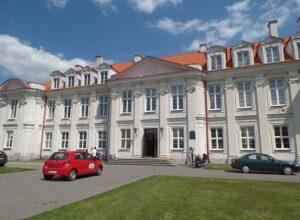pałac biskupów szkoła Wolbórz ciekawostki atrakcje zabytki