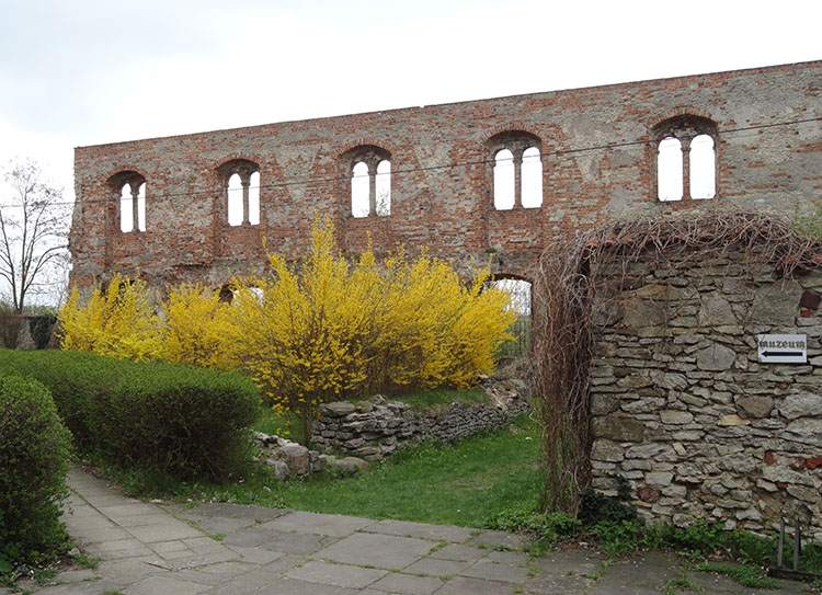 skrzydło południowe Sulejów ciekawostki Podklasztorze opactwo zabytki atrakcje