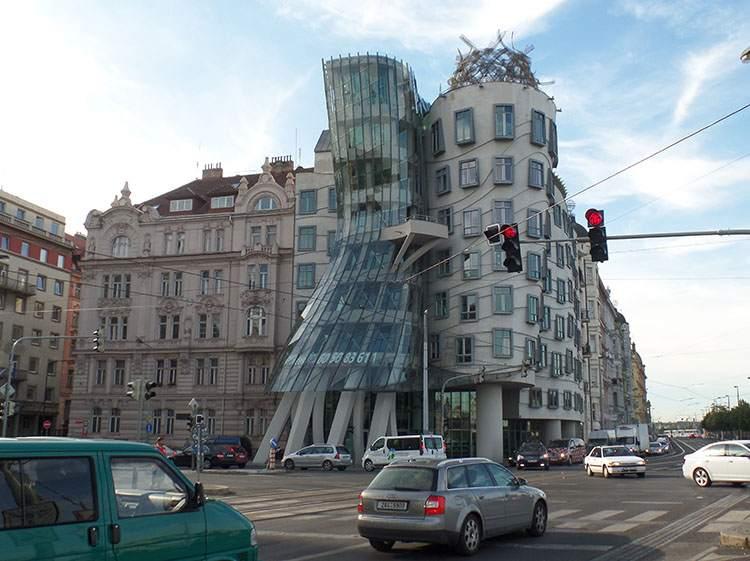 Tańczący dom Praga Czechy najdziwniejsze budowle świata ciekawostki budynki architektura