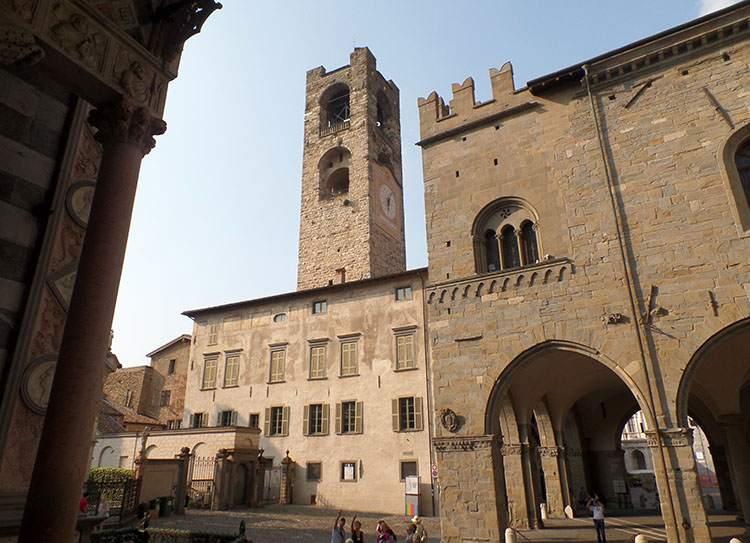 wieża Bergamo Lombardia Włochy ciekawostki atrakcje zabytki