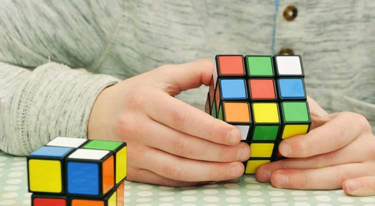 kostka Rubika zabawka zabawki ciekawostki historia dzieci gry zabawa