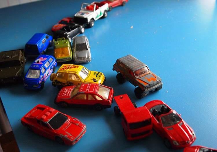 samochodziki resoraki zabawka zabawki ciekawostki historia dzieci gry zabawa