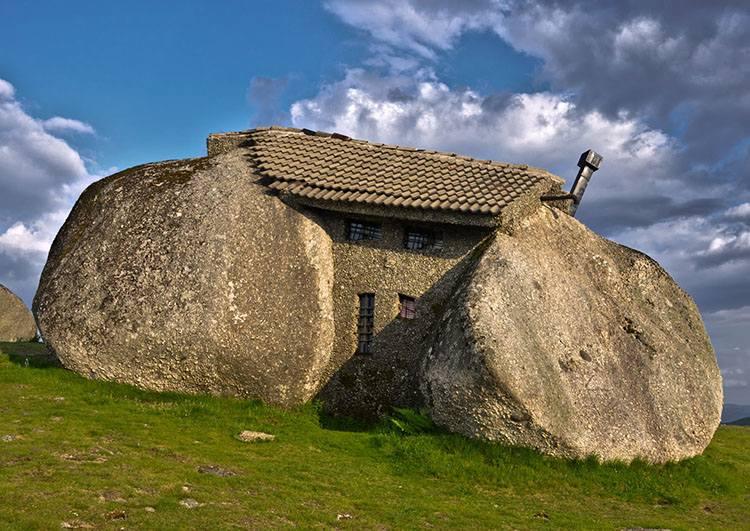 Casa do Penedo Portugalia najdziwniejsze budowle świata architektura