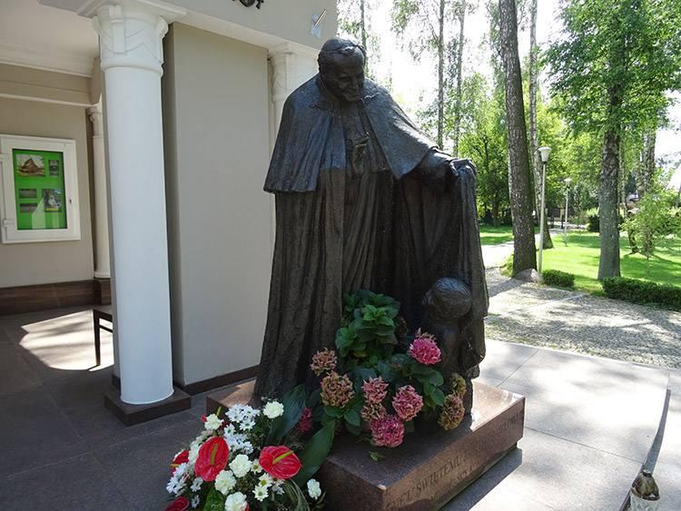 Jan Paweł II kościół Komorów ciekawostki atrakcje wieś mazowieckie
