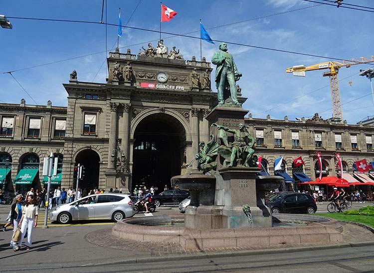 pomnik dworzec kolejowy Zurych ciekawostki atrakcje Szwajcaria
