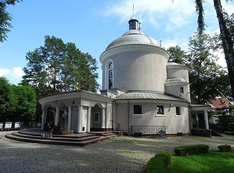 kościół Komorów ciekawostki atrakcje wieś mazowieckie