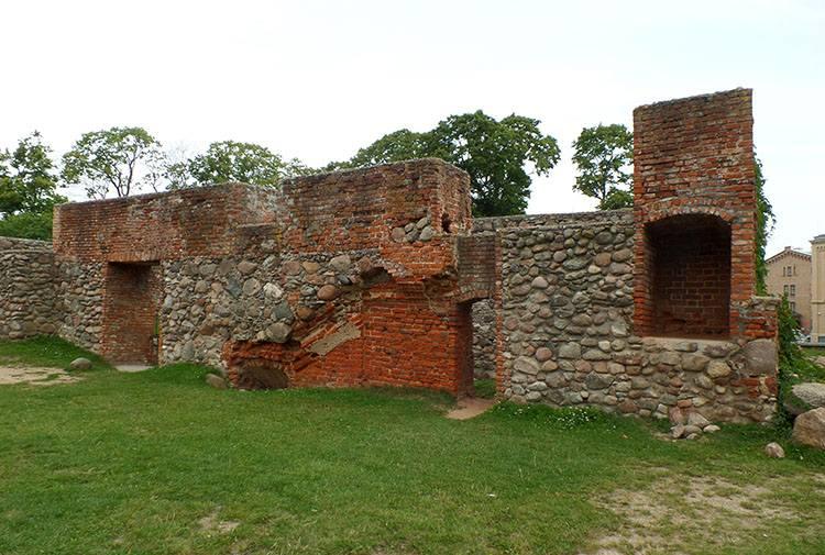 mury Szczytno ciekawostki atrakcje zamek ruiny zabytki