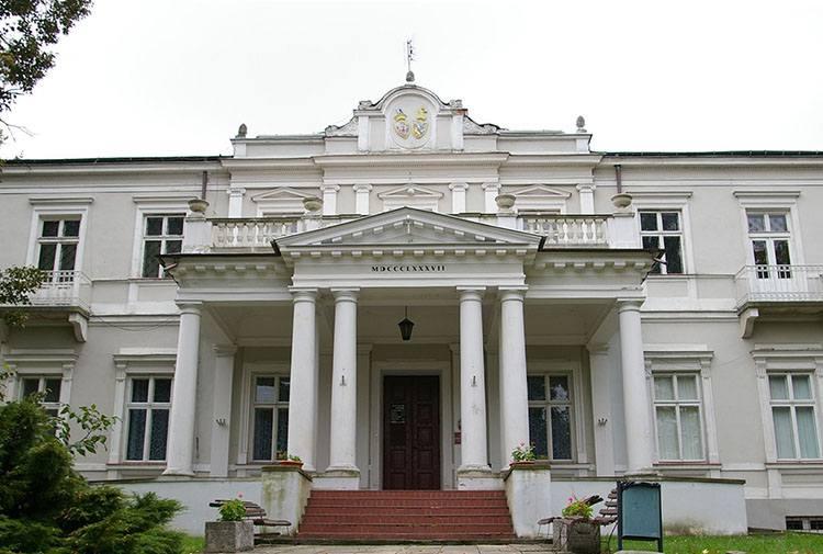pałac muzeum Ostrowiec Świętokrzyski ciekawostki zabytki