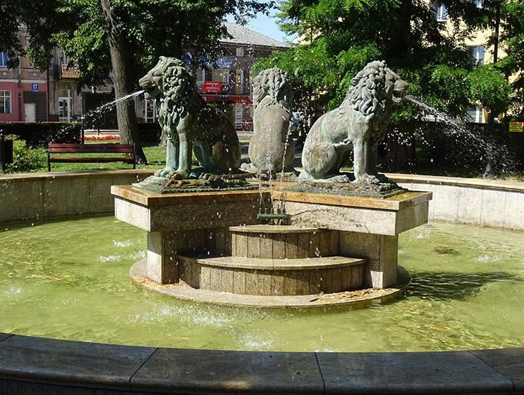 fontanna trzy lwy Zambrów ciekawostki atrakcje